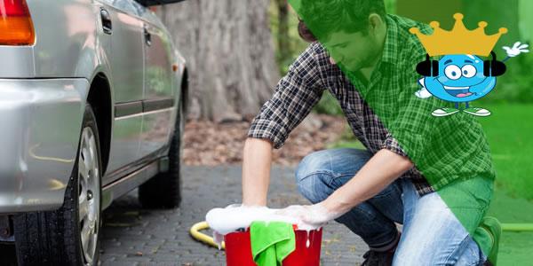 Lavando carro no condomínio